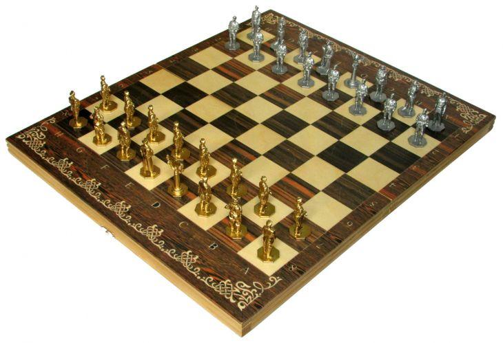 """Шахматы исторические """"Великая Отечественная Война"""" с фигурами из покрашенного цинкового сплава"""