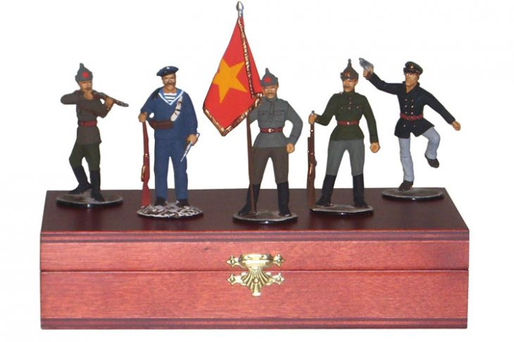 """Набор миниатюр в деревянной шкатулке """"Красноармейцы"""" (5 фигур)"""