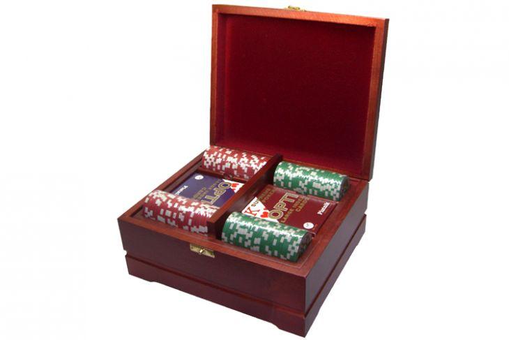 Набор покерный: 250 фишек и две колоды карт