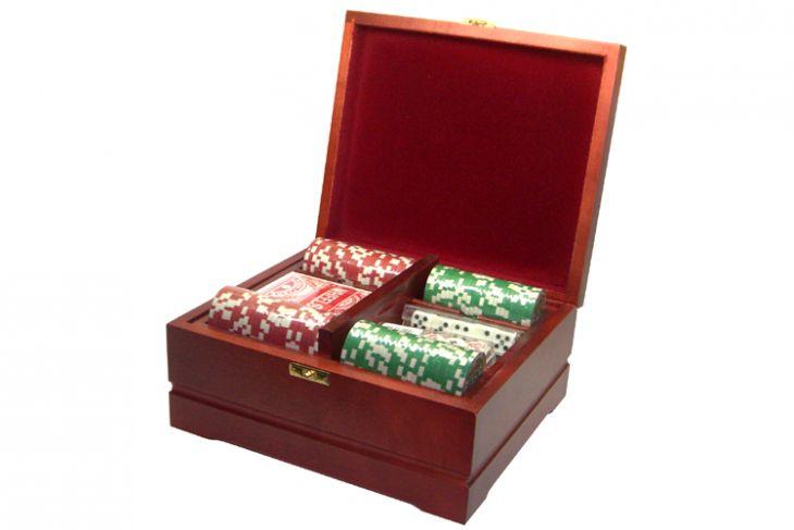 Набор покерный: 250 фишек, колода карт и кости